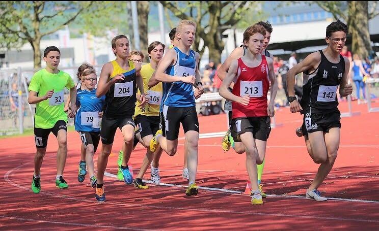 Nationales Jugendmeeting Bern: JANIS Thommen holt in seinem ersten Rennen für die LV gleich die SM-Limite!
