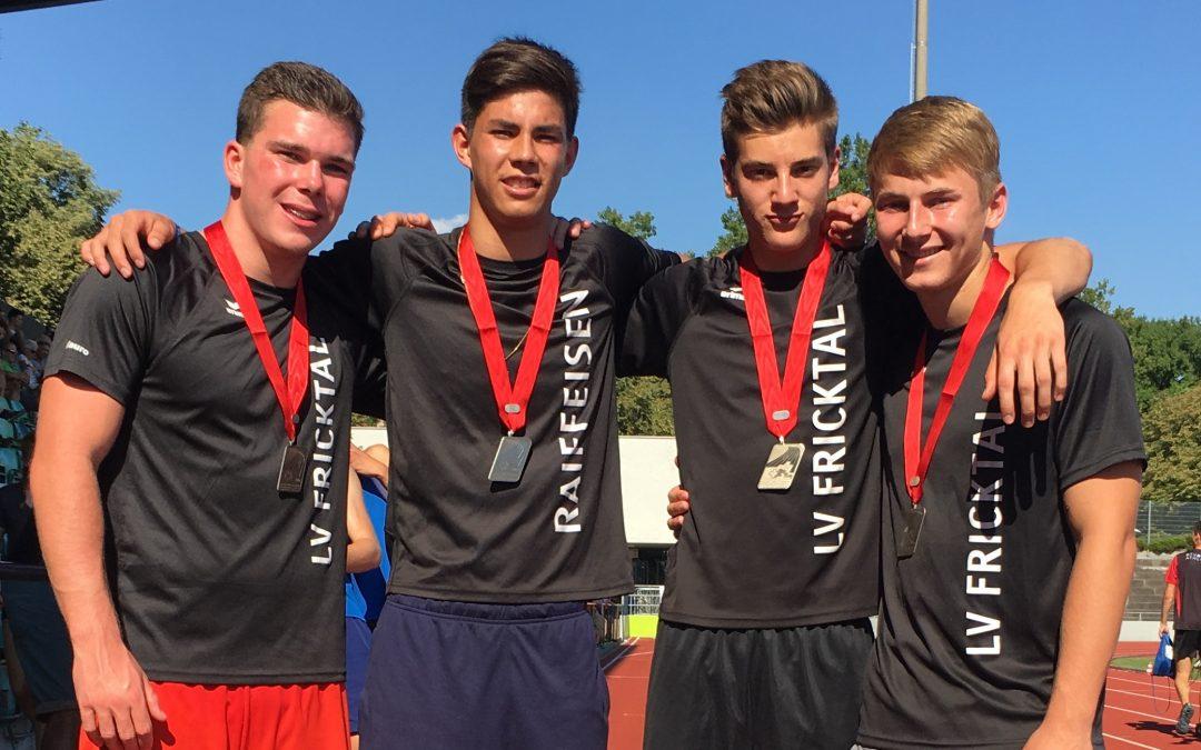 Sensationeller Auftritt der LV Fricktal bei den Staffel SM in Basel – U18M Schweizer Vizemeister!